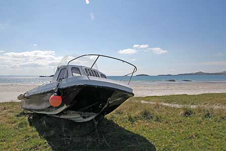 Boat at the beach of Small Isles Bay